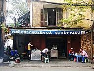 Hàng phở gà ba đời nổi tiếng ở Hà Nội